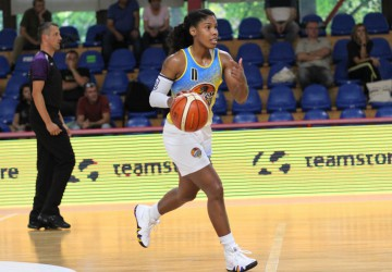 Janee Thompson works hard, puts Pieštanske Čajky in win column